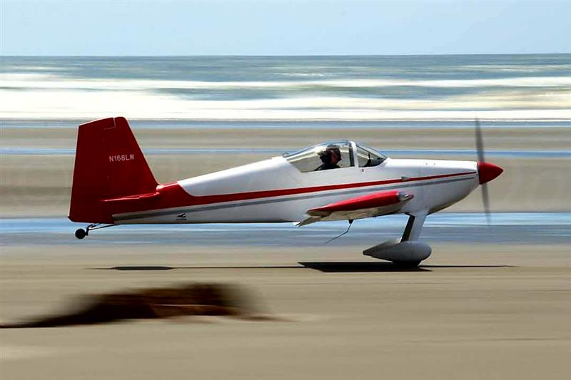 RV Builder Photo - RV7 taking off from beach airport